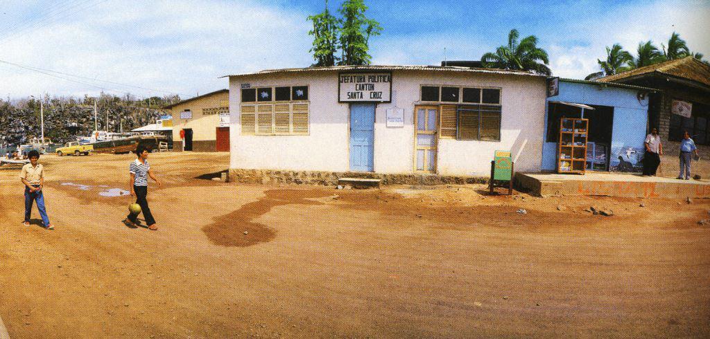 PUERTO AYORA 1985